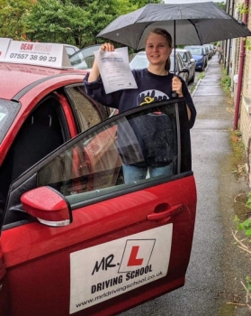 Congratulations to Natalie Blake from Cambridge who passed 1st time on 16-8-19 after taking driving lessons with MR.L Driving School.