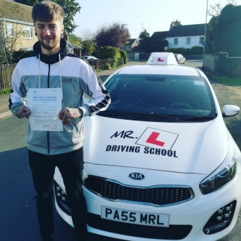 Congratulations to Jimmy Ostler from Cambridge who passed 1st time on the 28-10-19 after taking driving lessons with MR.L Driving School.